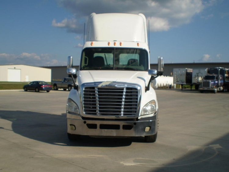 Day Cab Tractor-Heavy Duty Tractors-Freightliner-2009-Cascadia 12542ST-GOSHEN-IN-557,082 miles-$29,250