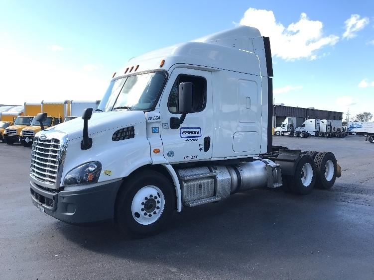 Sleeper Tractor-Heavy Duty Tractors-Freightliner-2016-Cascadia 11364ST-LOUISVILLE-KY-311,426 miles-$62,000