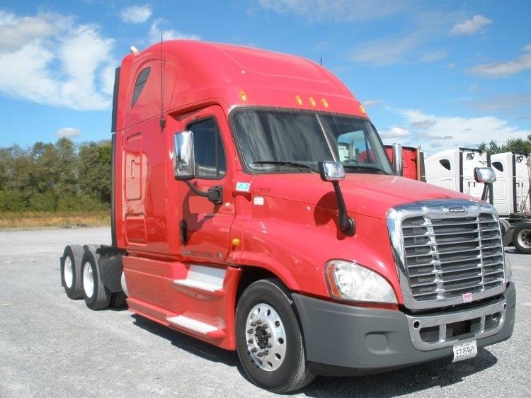 Sleeper Tractor-Heavy Duty Tractors-Freightliner-2012-Cascadia 12564ST-MORRISTOWN-TN-587,243 miles-$32,750