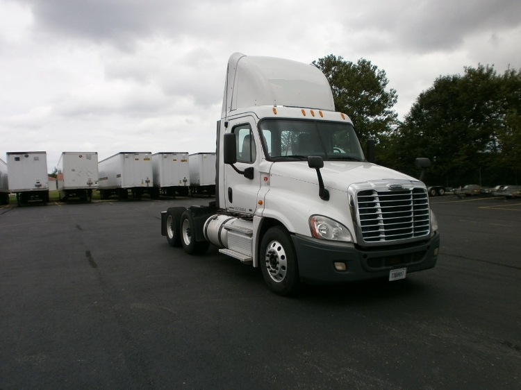 Day Cab Tractor-Heavy Duty Tractors-Freightliner-2011-Cascadia 12564ST-MONROE-OH-572,920 miles-$22,250