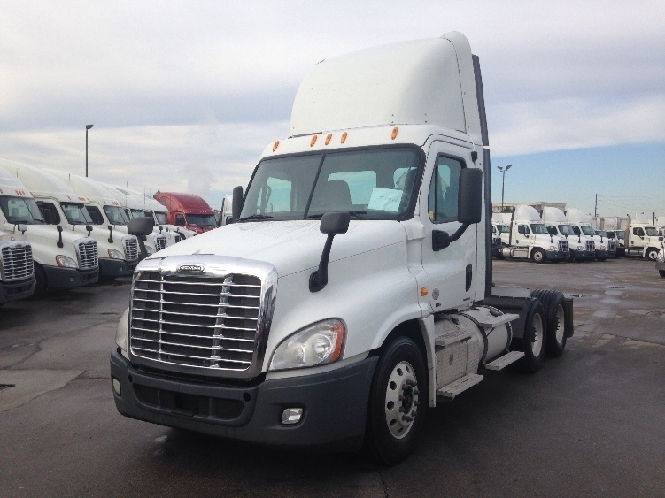 Day Cab Tractor-Heavy Duty Tractors-Freightliner-2011-Cascadia 12564ST-HOPKINSVILLE-KY-587,397 miles-$28,250